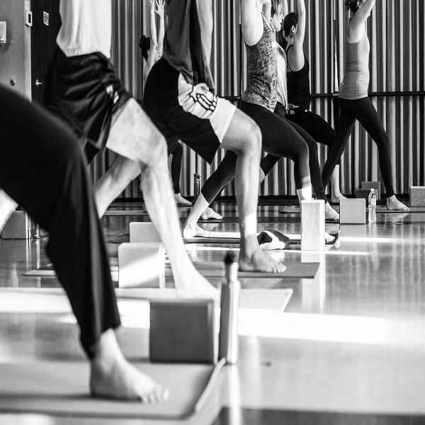 Yoga Lounge and Barre 600x600